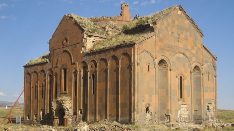 "La cathédrale médiévale arménienne d'Ani à la frontière arméno-turque (photo Wikimedia commons Hansm <a href=""https://creativecommons.org/licenses/by-sa/3.0/legalcode"" target=""_blank"">CC BY-SA 3.0</a>)"
