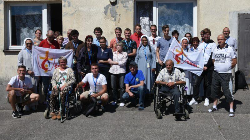 Les jmjistes ont rencontré les pensionnaires de la Société d'aide de Frère Albert, à Koszalin (Photo:Raphaël Zbinden)