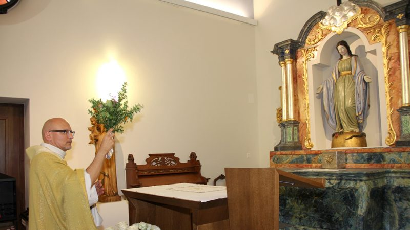 Assomption 2016, l'abbé Jean Jacques Theurillat, qui a béni l'autel des Annonciades restauré et fraîchement installé dans la chapelle de Lorette (photo SCJP)
