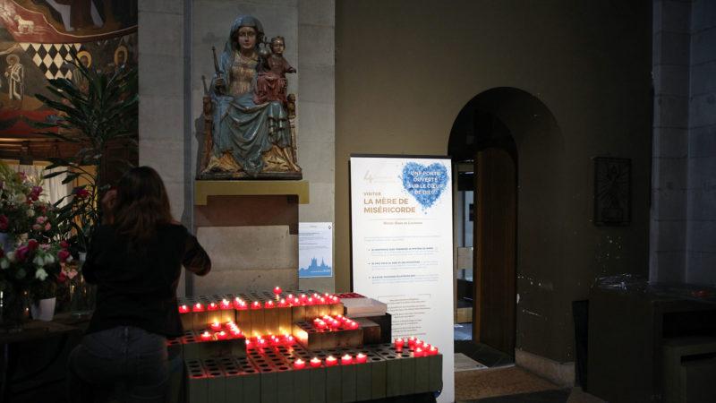 """Lausanne le 18 août 2016. Chemin de la miséricorde à la basilique Notre-Dame de l'Assomption. Etape 4 consacrée à la Vierge Marie, la """"Mère de miséricorde"""". (Photo: B. Hallet)"""
