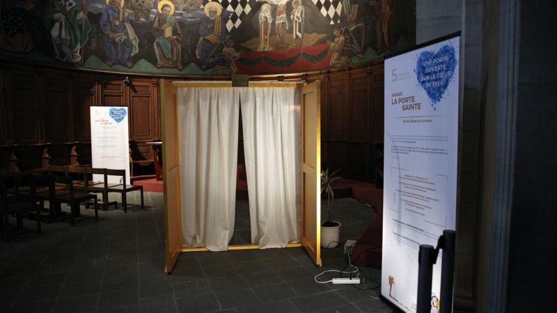 Lausanne le 18 août 2016. Chemin de la miséricorde à la basilique Notre-Dame de l'Assomption. Etape 5: la Porte de la miséricorde. (Photo: B. Hallet)