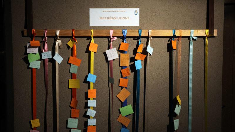 Lausanne le 18 août 2016. A l'issue du chemin de la miséricorde, les pèlerins peuvent laisser leur résolution. (Photo: B. Hallet)