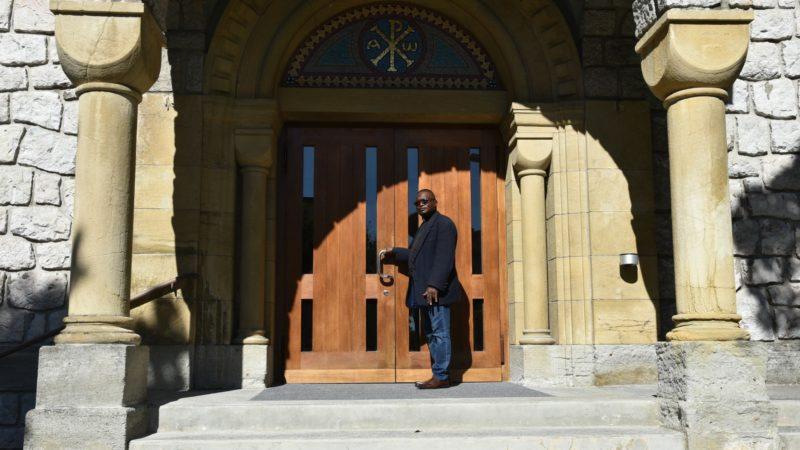 Le curé du Saint-Rédempteur est fier de sa nouvelle église (Photo:Raphaël Zbinden)