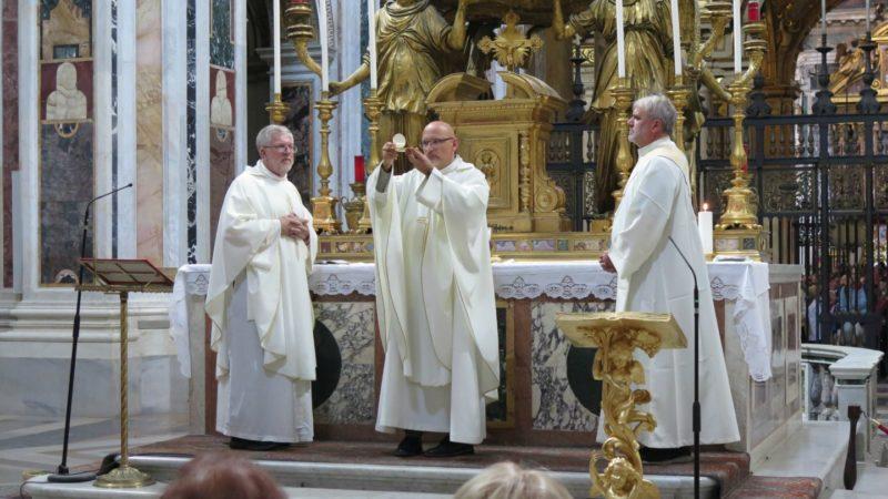 Messe présidée par l'abbé Jean-Jacques Theurillat à la basilique Ste-Marie-Majeure, le 11 octobre 2016 (photo: Rémy Charmillot)