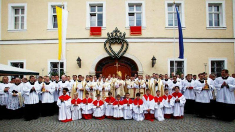 Ordinations au séminaire  de la Fraternité Saint-Pie X  à Zaitzkofen (Photo:  laportelatine.org)