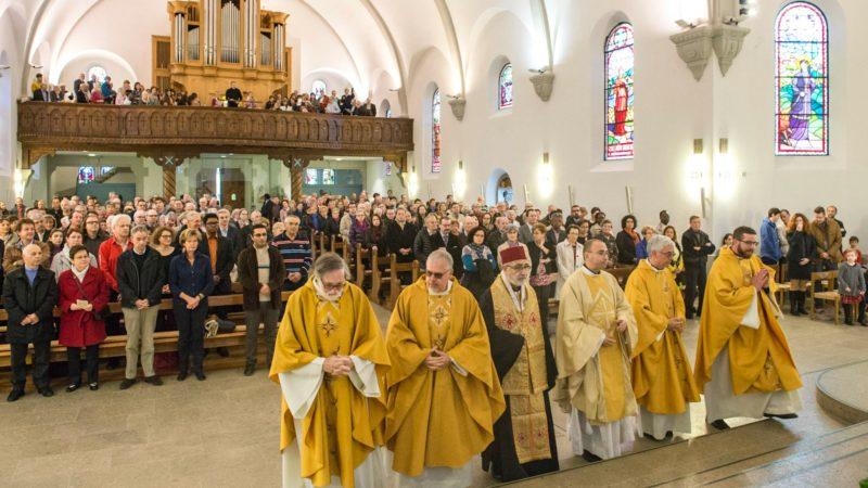 L'archevêque de Bosra et Hauran (au centre) était l'invité d'honneur de la célébration (Photo: Christoph von Siebenthal)