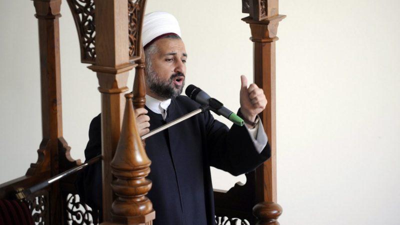 L'imam Mouwafac ar-Rifaiyy dans le  centre islamique de Lausanne. (KEYSTONE/Dominic Favre)
