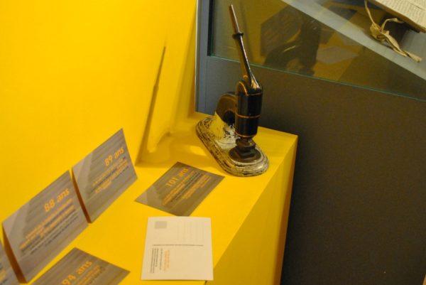 Les témoignages des Soeurs sont inscrits sur des cartes postales (Photo:Raphaël Zbinden)