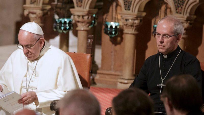 Le primat anglican Justin Welby et le pape François ont célébré conjointement des vêpres (ici réunis à Assise) (Photo:Camera Press Donatella Giagnori/Keystone)