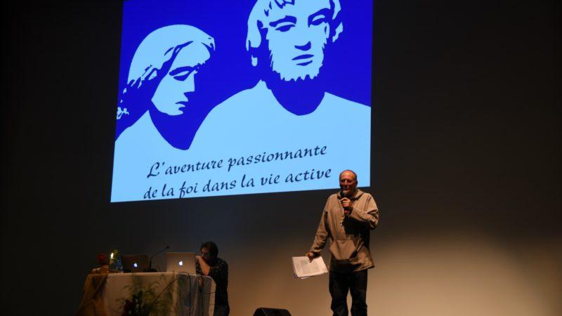 Nicolas Buttet, le 4 novembre 2016 à Saint-Maurice, présente les grands témoins lors de la soirée inaugurale des 20e Rencontres Dorothée et Nicolas de Flue. (photo: Bernard Litzler)
