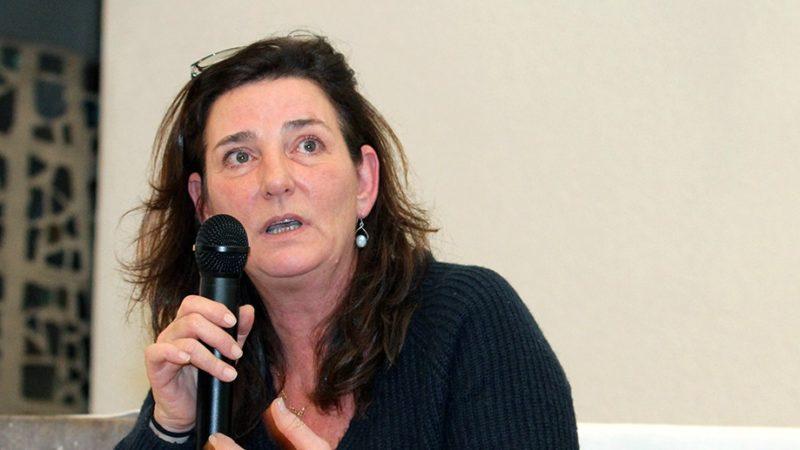 """Claude-Inga Barbey a raconté, à Delémont, """"ce qu'elle croit"""" (Photo: Pascal Tissier/SIC)"""