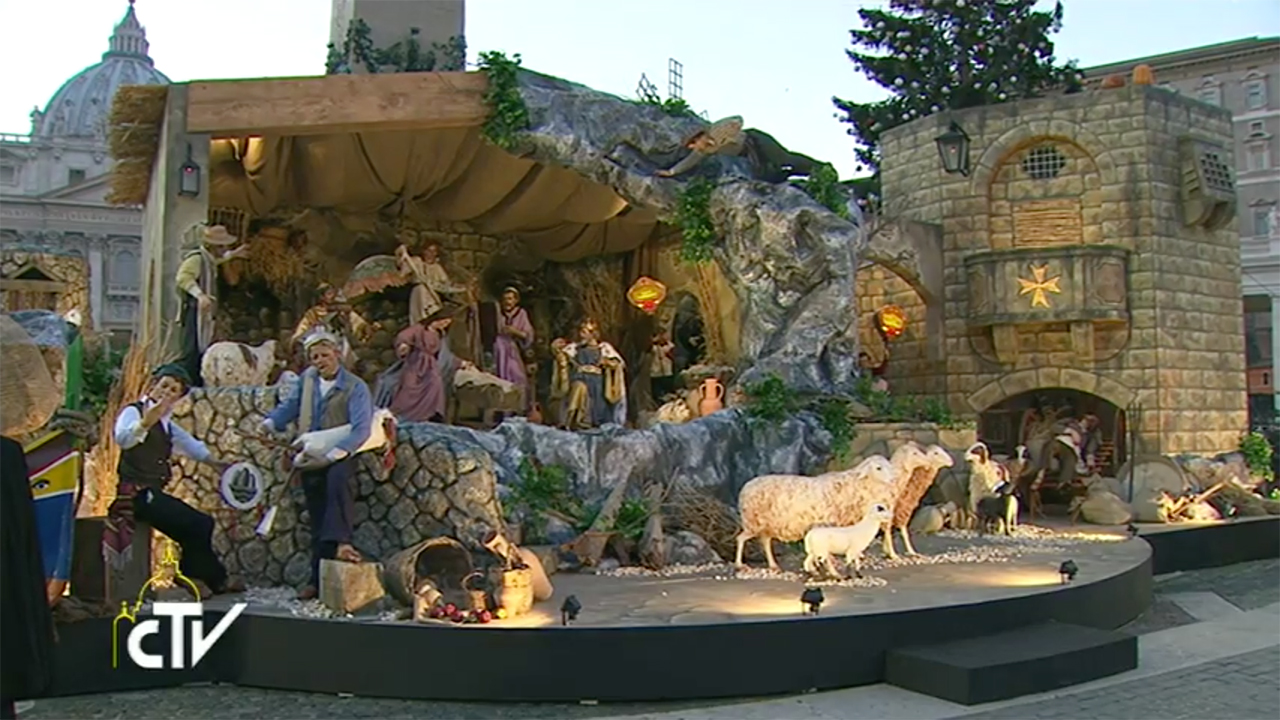 La crèche et le sapin de Noël inaugurés place Saint Pierre
