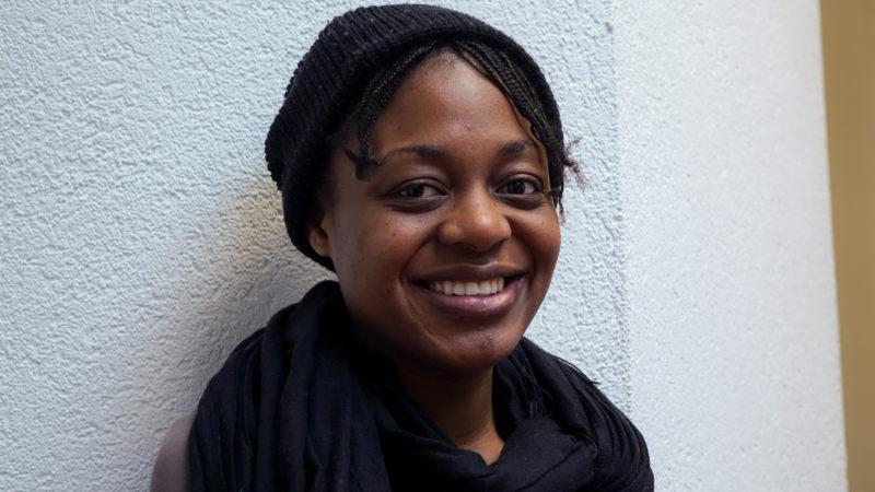 Amy, anciennne boursière de St-Justin de République démocratique du Congo a obtenu un master en management (photo Maurice Page)
