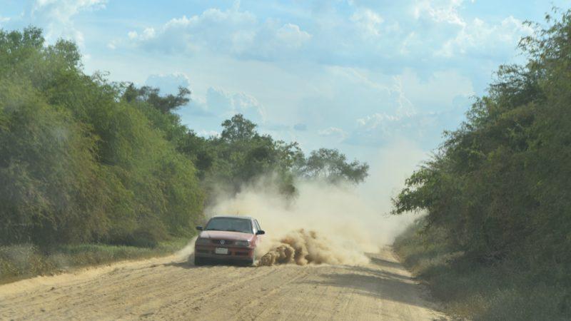 Au Paraguay, une grande partie des routes ne sont pas asphaltées (Photo:  Jacques Berset)