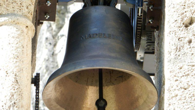 La cloche a été hissée dans le clocheton de la chapelle Notre-Dame du Scex. Elle porte le prénom de sa marraine, Madeleine Veuthey. (Photo: Thomas Roedder)
