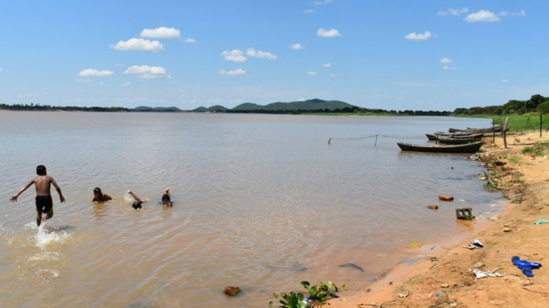 Communauté indigène au bord du Rio Paraguay, dans l'Alto Paraná (Photo:  Jacques Berset)