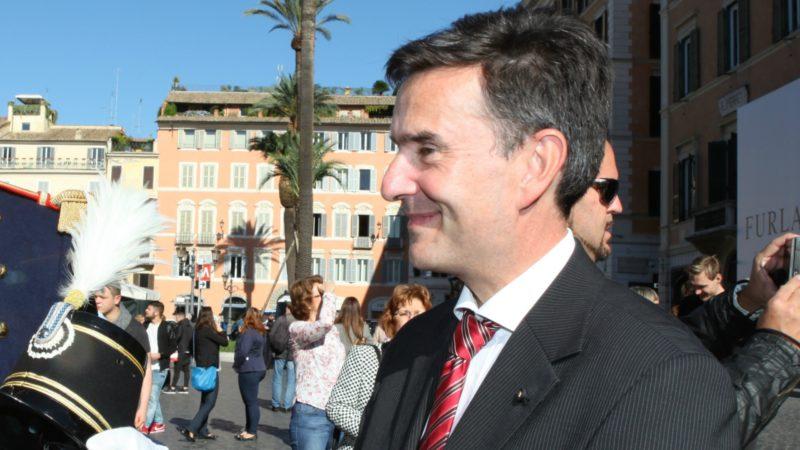 Pierre-Yves Fux, ici en 2015 à Rome, l'ambassadeur suisse près le Saint-Siège, ne manque jamais la cérémonie des voeux du pape. (Photo: B. hallet)