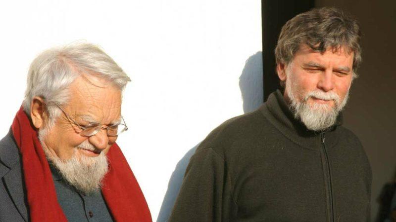 Frère Enzo Bianchi (à dr.) a passé le témoin à Frère Luciano Manicardi (Photo:Monastero di Bose)