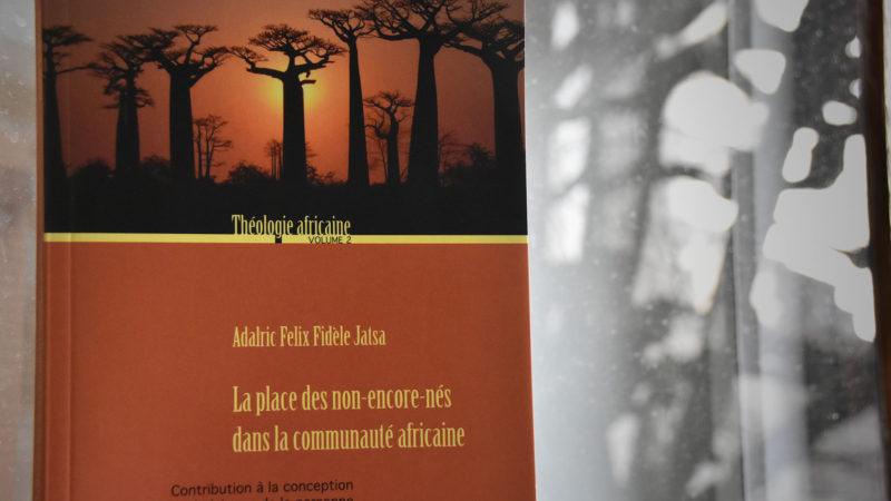 Le travail de doctorat d'Adalric Jatsa a été publié à Academic Press Fribourg en décembre 2016. (Photo: G. Roth)