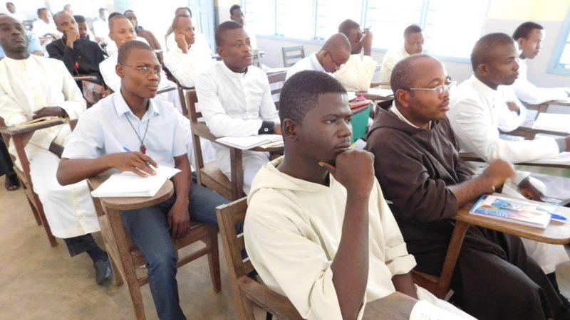 Des étudiants du Grand séminaire de Saint Gall à Ouidah, au Bénin (photo Facebook)