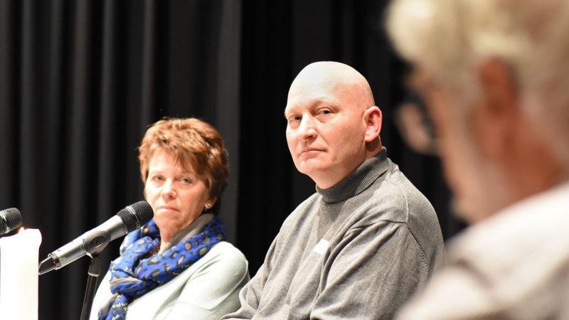 Daniel Pittet a partagé la table ronde avec la journaliste Micheline Repond (à g.) et le philosophe Georges Savoy (à d.). (Photo: Grégory Roth)