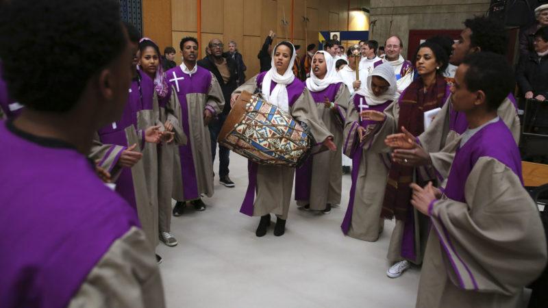 Sion le 12 mars 2017. Chorale érythréenne ouvrant la messe des familles. (photo: B. Hallet)