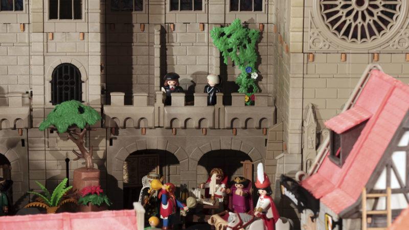 Clin d'oeil du concepteur: il a glissé sur un des balcons de la cathédrale la figurine de Martin Luther, éditée par la marque à l'occasion du 500e anniversaire de la Réforme. (Photo: B. Hallet)