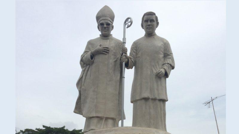 Statues de Mgr Oscar Romero et du Père Rutilio Grande à El Paisnal, au Salvador (photo DR)