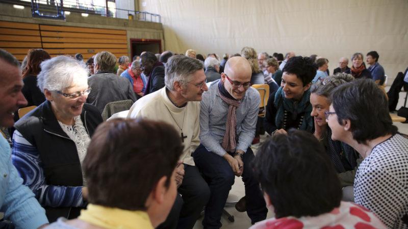 Sion, collège des Creusets, le 25 mars 2017. Session pastorale du diocèse de Sion. Les participants ont pu échanger en équipe. (Photo: B. Hallet)