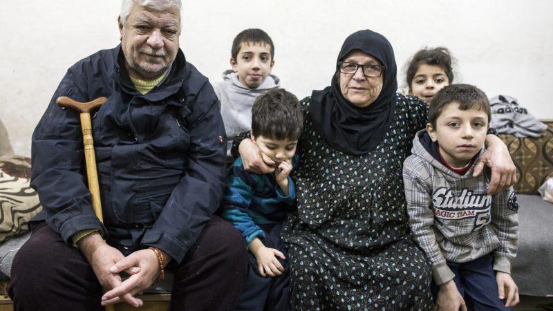 Une famille de réfugiés syriens, à Jaramana, une banlieue de Damas,  (photo: Alexandra Wey/Caritas Suisse )