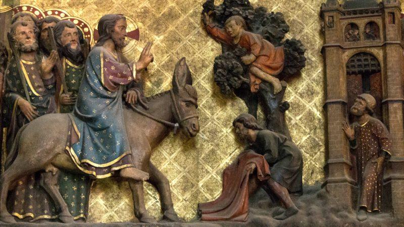 """""""Comme Jésus entrait à Jérusalem, toute la ville fut en proie à l'agitation, et disait : « Qui est cet homme ? » (Mt 21, 10).  Tableau en bois polychrome, détail, cathédrale Notre-Dame de Paris. (Photo: Flickr/Lawrence OP/<a href=""""https://creativecommons.org/licenses/by-nc-nd/2.0/legalcode"""" target=""""_blank"""">CC BY-NC-ND 2.0</a>)"""