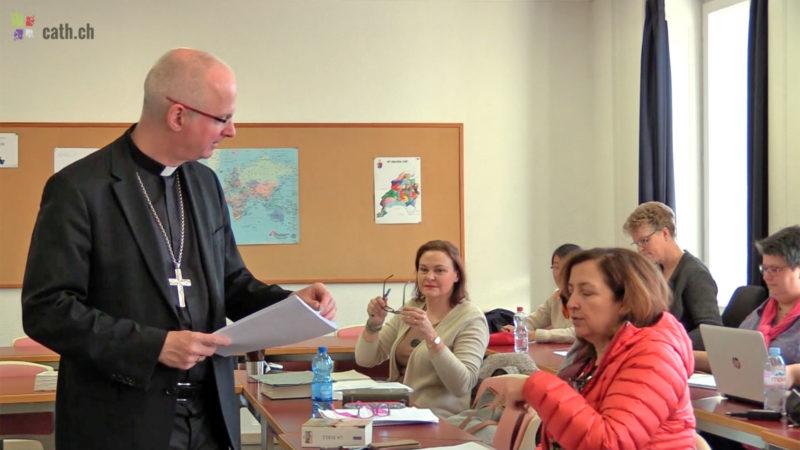 Mgr Charles Morerod durant un cours de théologie fondamentale donné à l'IFM (Photo: Grégory Roth)