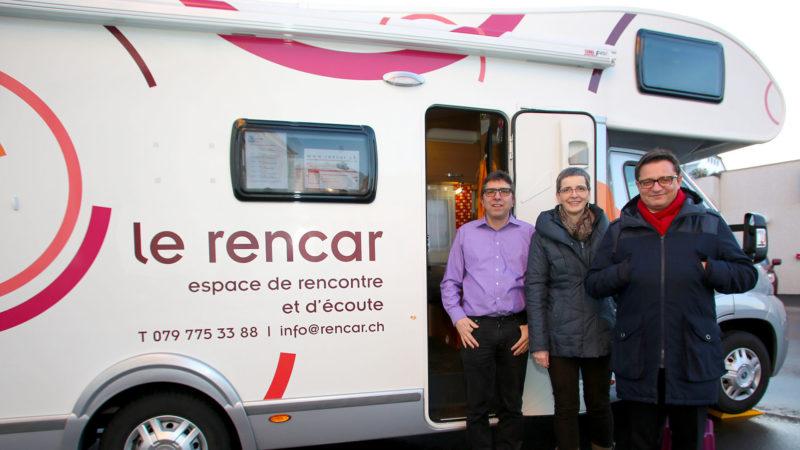 Le rencar stationné à Saignelégier en 2016, avec (g. à d.) Jean-Charles Mouttet, Isabelle Wermelinger, et Mgr Felix Gmür, évêque de Bâle. (Photo: SCJP)