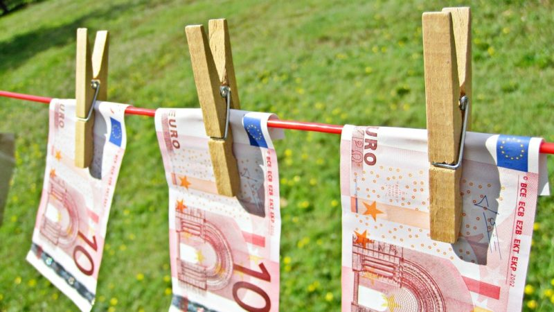 """Les banques suisses n'ont pas une réputation de propreté à l'étranger (Photo:Images Money/Flickr/<a href=""""https://creativecommons.org/licenses/by/2.0/legalcode"""" target=""""_blank"""">CC BY 2.0</a>)"""