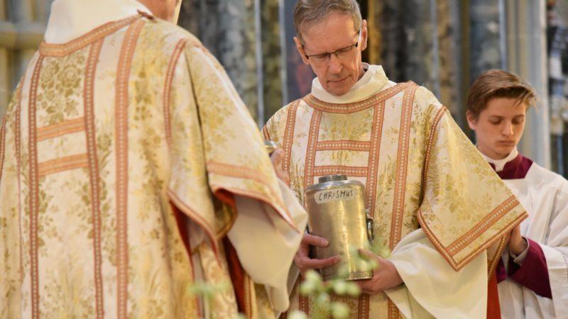 Les huiles saintes ont été bénies (Photo:Raphaël Zbinden)