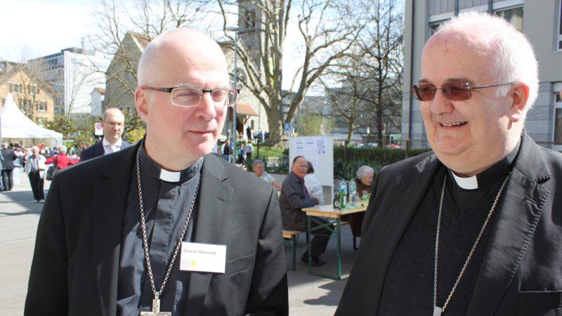 Mgr Charles Morerod et Mgr Denis Theurillat lors de la commémoration oecuménique des 500 ans de la Réforme et des 600 ans de la naissance de Nicolas de Flüe (photo Bernard Litzler)