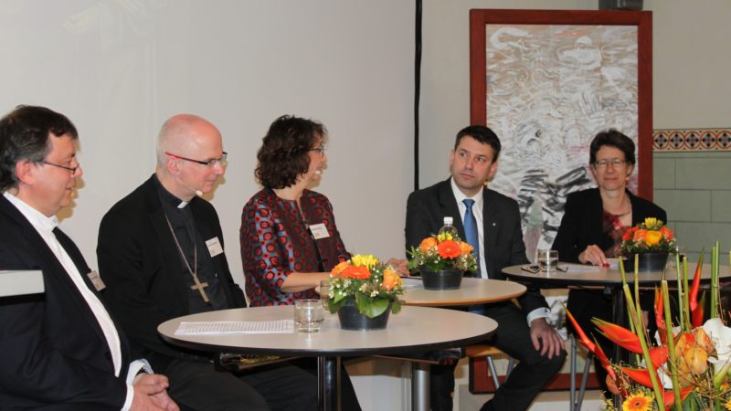 Table ronde oecuménique à l'occasion des 500 ans de la Réforme et des 600 ans de  la naissance de Nicolas de Flüe  (photo Bernard Litzler)
