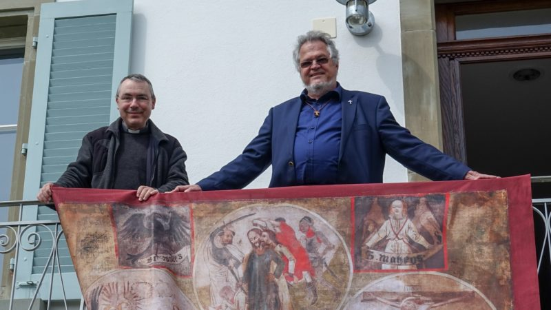 Les abbés Jacques Rime et Bernard Schübiger se sont penchés sur la haute figure de Nicolas de Flüe (photo Maurice Page)