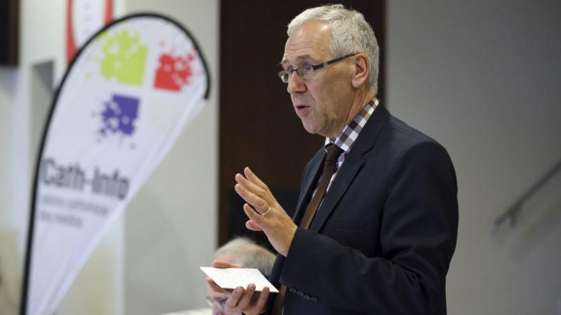 Bernard Litzler, directeur de Cath-Info, commente l'année 2016  le 18 mai 2017, lors de l'assemblée générale  à Lausanne (Photo: B. Hallet)