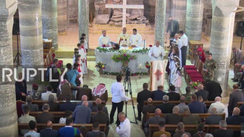 La messe de Pâques dans l'église de Betnaya, au nord de l'Irak, libéré après deux ans et demis d'occupation par l'Etat Islamique. (capture d'écran Ruptly TV)