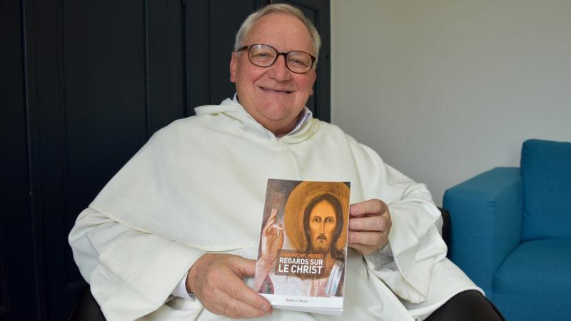 Le Père dominicain Jean-Michel Poffet, bibliste fribourgeois, vient de publier son nouvel ouvrage 'Regards sur le Christ'  (Photo: Jacques Berset)