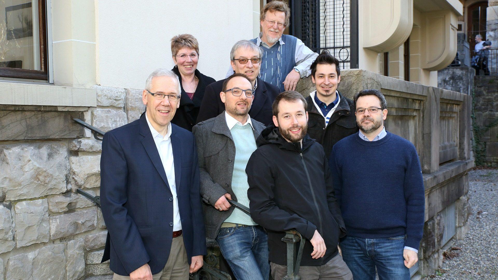L'équipe de cath.ch. (de g. à dr. et de bas en haut): B. Litzler, R. Zbinden, P. Pistoletti, B. Hallet, C. Métrailler, M. Page, G. Roth et J. Berset. (Photo: B. Hallet)