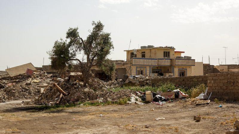 Après l'occupation de Daech, le village de Betnaya, dans la plaine de Ninive, n'est plus qu'un champ de ruines (photo Maurice Page)