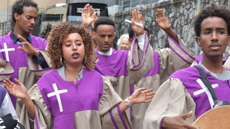 16e Pèlerinage aux saints d'Afrique Les Erythréens défilent dans les rues de Saint-Maurice (Photo:  Jacques Berset)