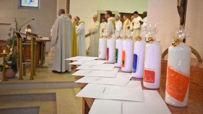 Les précieux sésames pour les diplômés de l'IFM 2017 ont été remis pendant la messe. (Photo: Grégory Roth)
