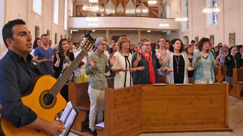Temps de prière lors de la messe de la fête finale de l'IFM 2017 à Bassecourt (Photo: Grégory Roth)