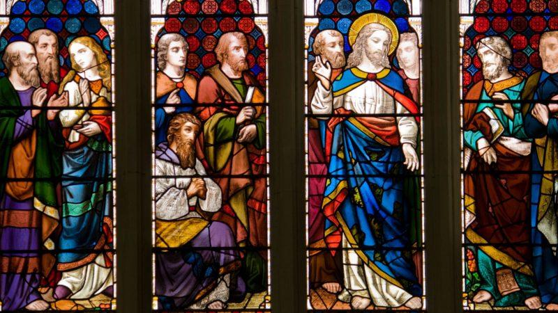 """""""La paix soit avec vous ! De même que le Père m'a envoyé, moi aussi, je vous envoie."""". Jn 19, 21. Vitrail de l'Abbaye de Bath, Angleterre. (Photo: Flickr/Lawrence OP/CC BY-NC-ND 2.0)"""