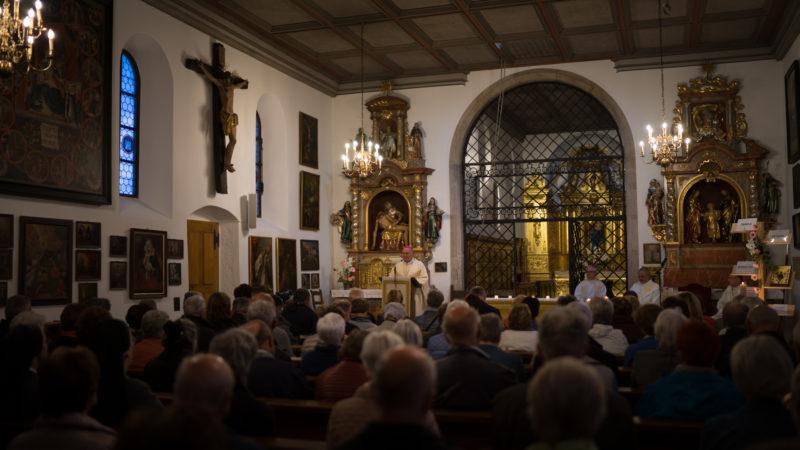 Environ 200 personnes ont assisté à la messe présidée par Mgr  Claude Schockert, évêque émérite de Belfort-Montbéliard (Photo: Pierre Pistoletti)