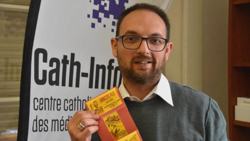 Raphaël Zbinden présente sa BD sur Nicolas de Flüe éditée en dépliant (photo Maurice Page)