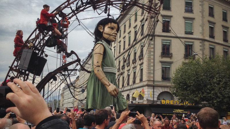 La Grand-Mère et la Petite Géante, des marionnettes de plus de cinq mètres, ont enchanté plus de 800'000 personnes à Genève (Photo: Bernard Litzler)